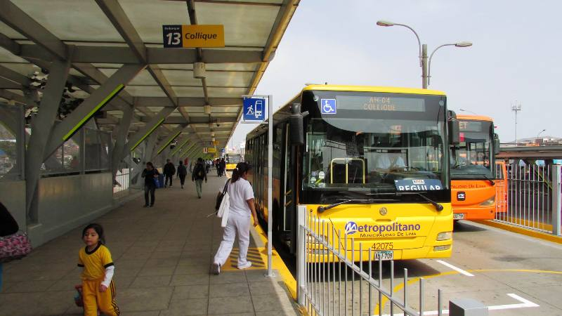 metropolitano naranjal bus station independencia alimentadoras platform