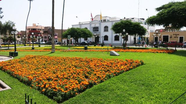 plaza armas surco lima peru 2