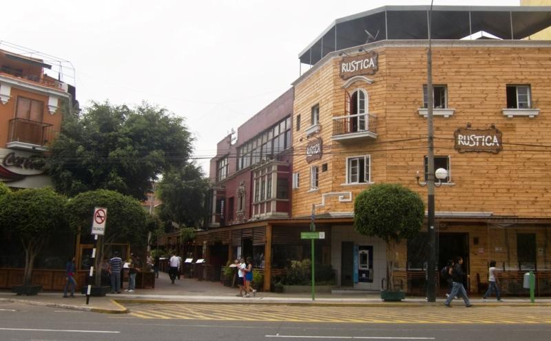 calle-de-las-pizzas-daytime-lima