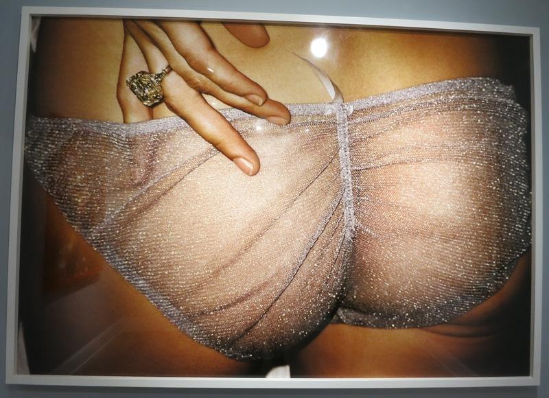 mate-museum-mario-testino-barranco-lima-peru-11-kate-moss-butt