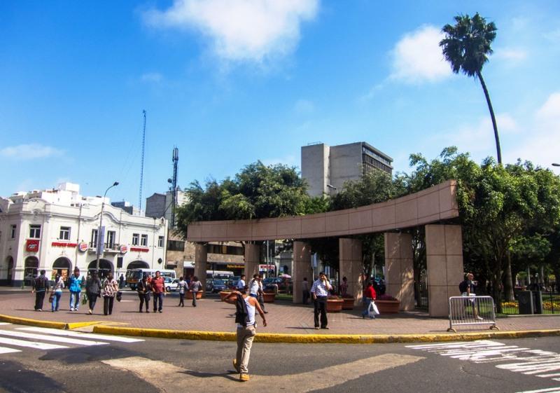 miraflores-parque-kennedy-lima-entrance