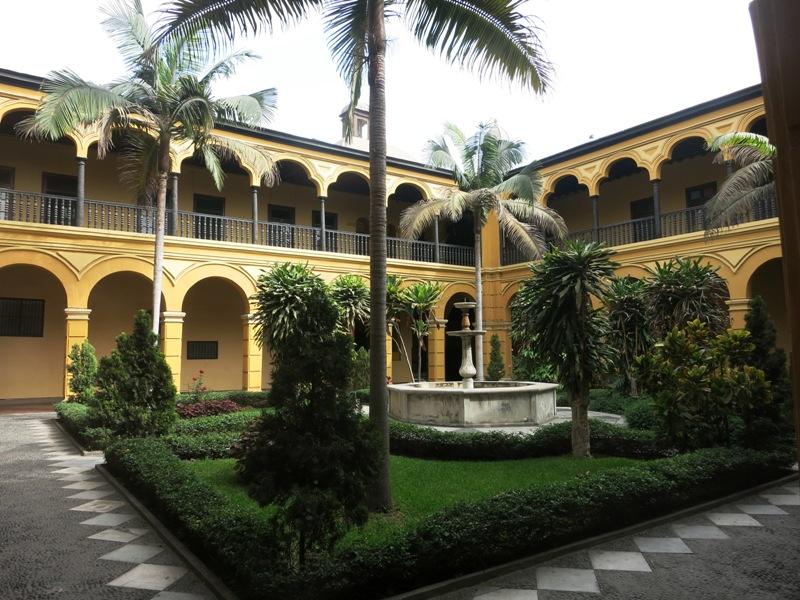 santo-domingo-church-courtyard-lima-peru