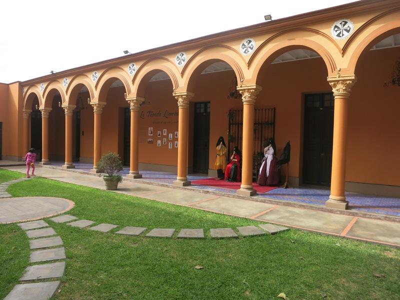 santo-domingo-church-courtyard-tapada-limena-lima-peru