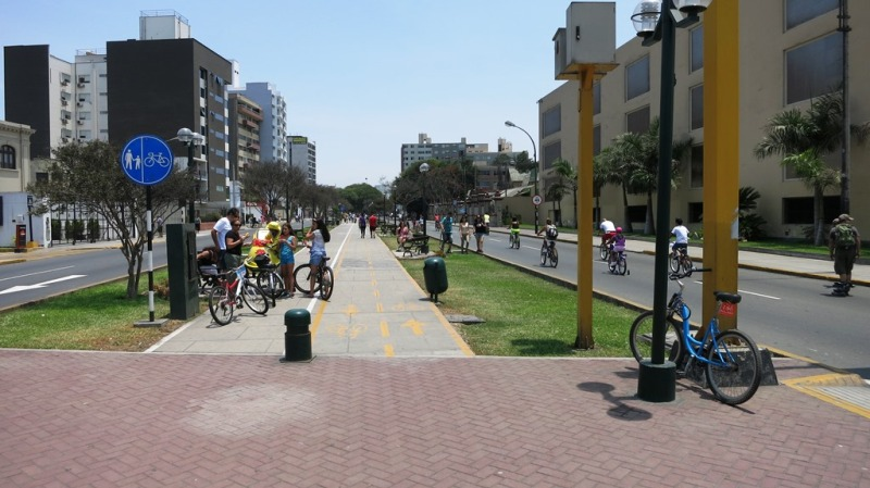 ciclodia-arequipa-avenue-bike-path-lima-miraflores