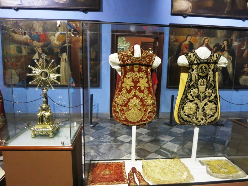 lima-cathedral-museum-religious-art-vestment