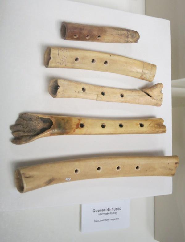 museo-nacion-bone-flutes-quenas-hueso