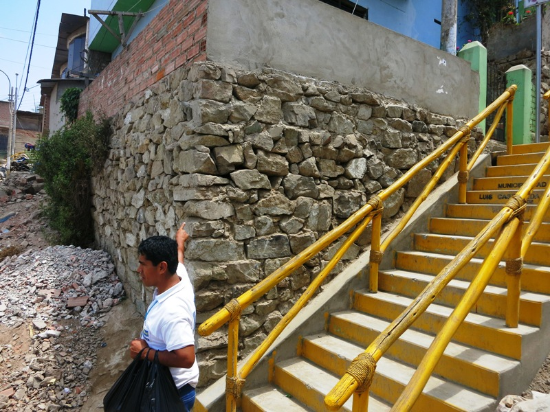 villa-el-salvador-hillside-shantytown-slums-yellow-staircases-steps-edwin-rojas