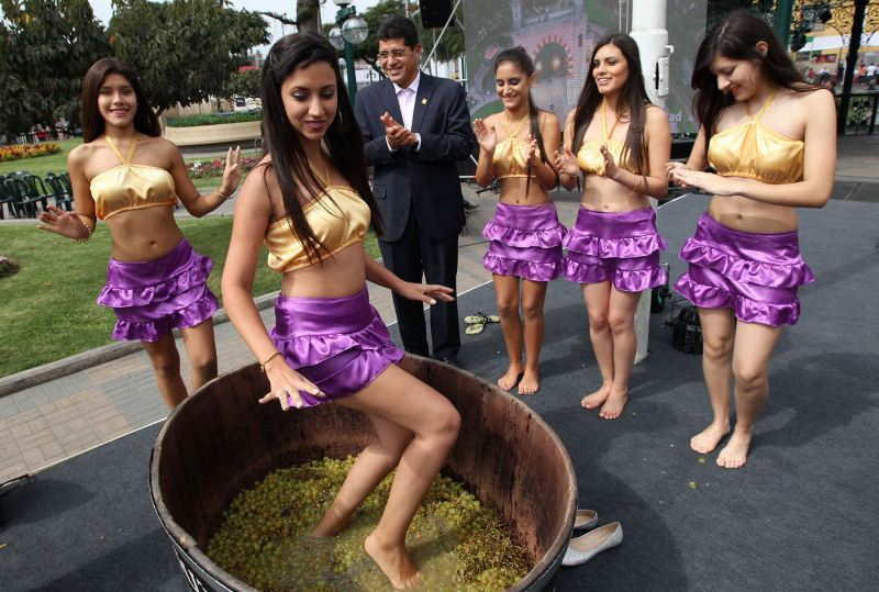 vendimia-festival-surco-lima-peru-beauty-contest-grapes-feet-stepping